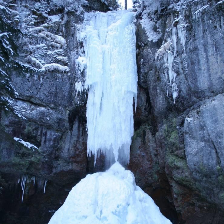 「山彦の滝」結氷初日当てクイズ